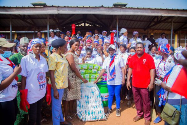 Barhama Ladies' embarked on a thorough cleanup exercise at the Tamale Central Hospital and also donated sanitary pads, baby diapers, among other items to the maternity wards of the facility