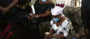 Tears flow as Nana Ama McBrown kneels before Bernard Nyarko's mother [photo]
