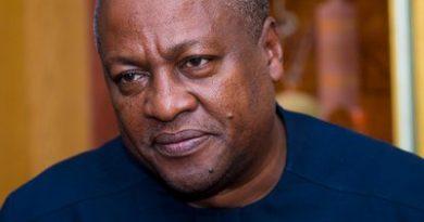 John Mahama Pleadges Before The Tomb Of Late President Atta Mills