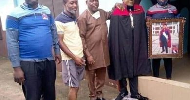 See The Shocking Moment Family Members Took Pictures With Standing Dead Man -PHOTOS Man -PHOTOS