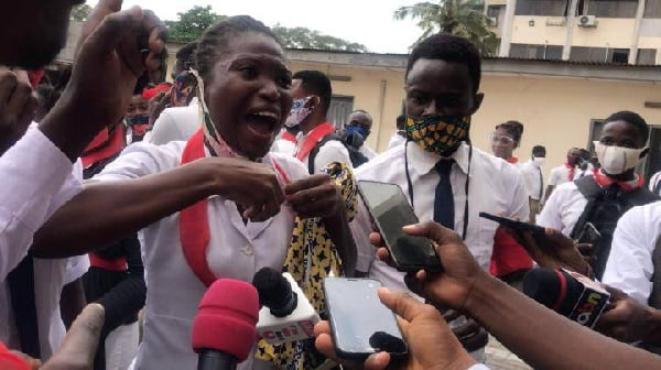 Police Beat Up Demonstrating School of Hygiene Students; Chased Them Away From The Ministry Premises