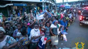See How Akufo-Addo Gets Mobbed At Takoradi Market Circle -[WATCH VIDEO]