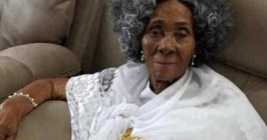 Rawlings' Mother Dies At Aged 101