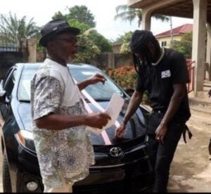 Stonebwoy Dashes Brand New Car To Agiecoat