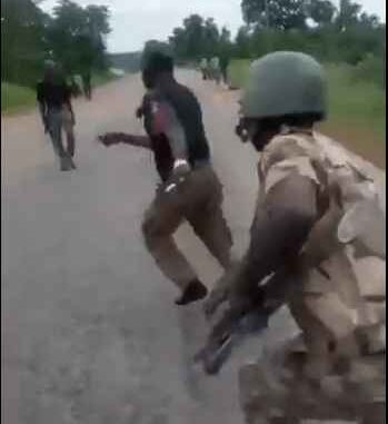 Soldiers Beat Policemen For Extorting Motorist