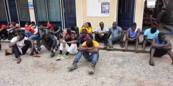 Tema: 105 persons arrested for not wearing facemasks