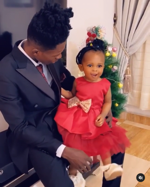 Adorable Father-Daughter Moment Of The 'Strongmans' [Watch]
