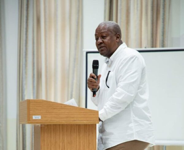 Your hypocrisy over economic statistics annoying – Mahama to economic experts
